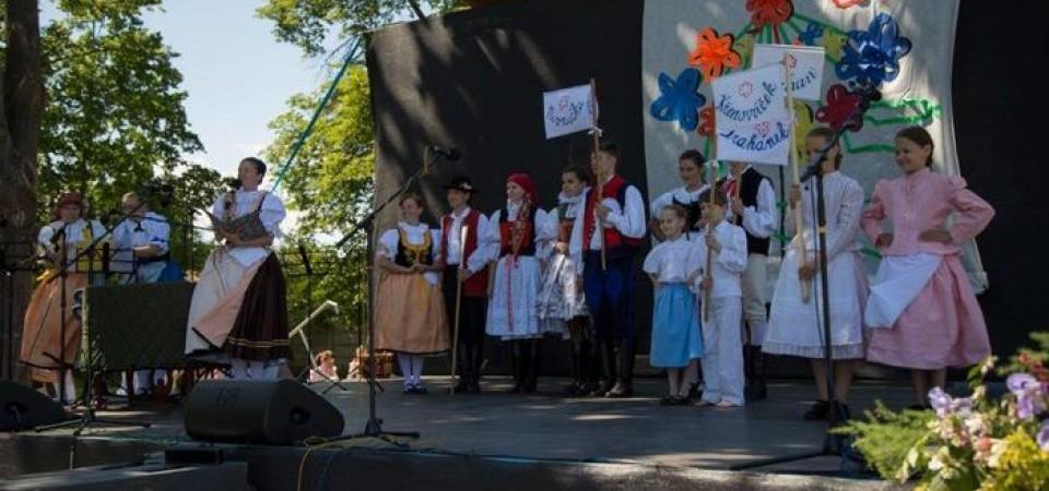"""Fotky """"Pod křenovskó májó"""""""